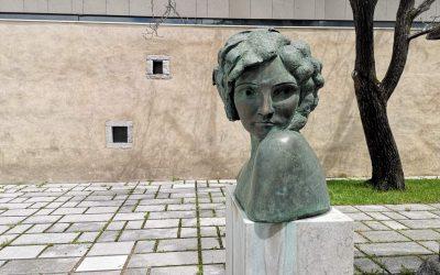 Divača – od Muzeja slovenskih filmskih igralcev do skrivnosti kraškega podzemlja